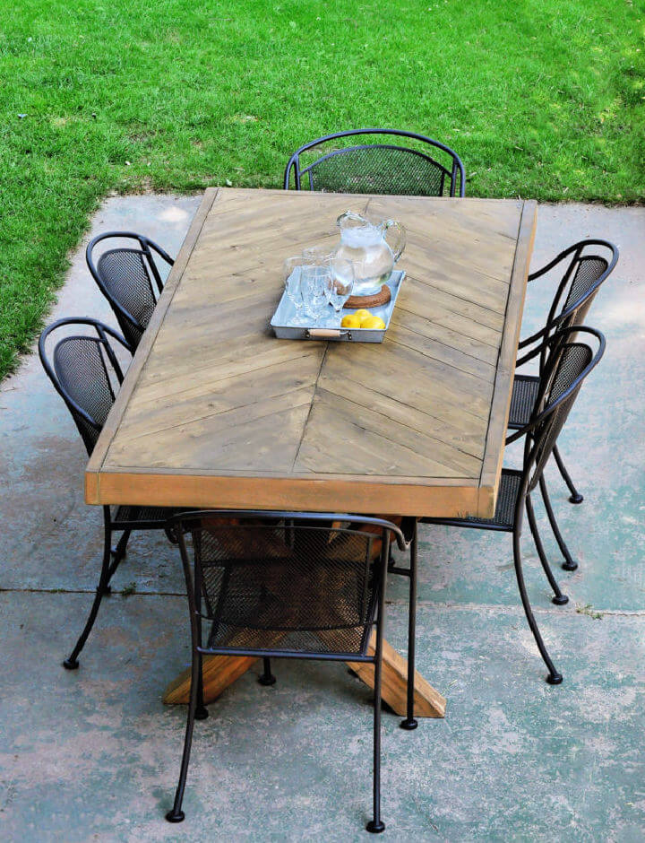 DIY Outdoor Herringbone Table