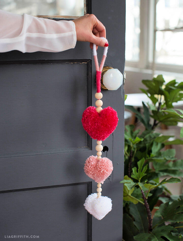 DIY Pom Pom Heart