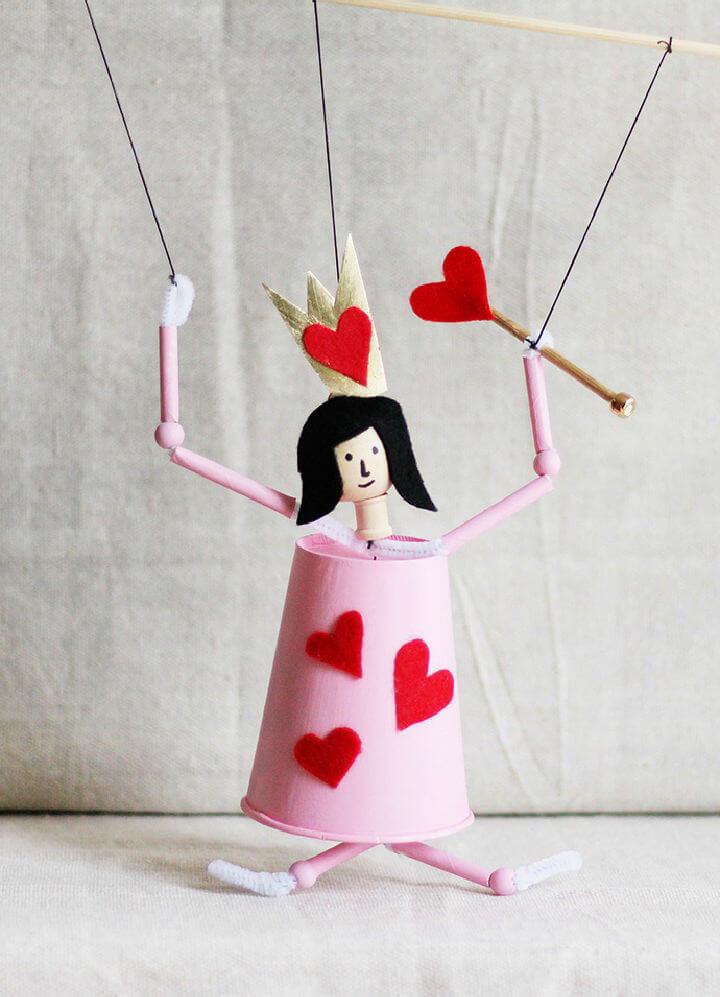 DIY Queen of Hearts Puppet