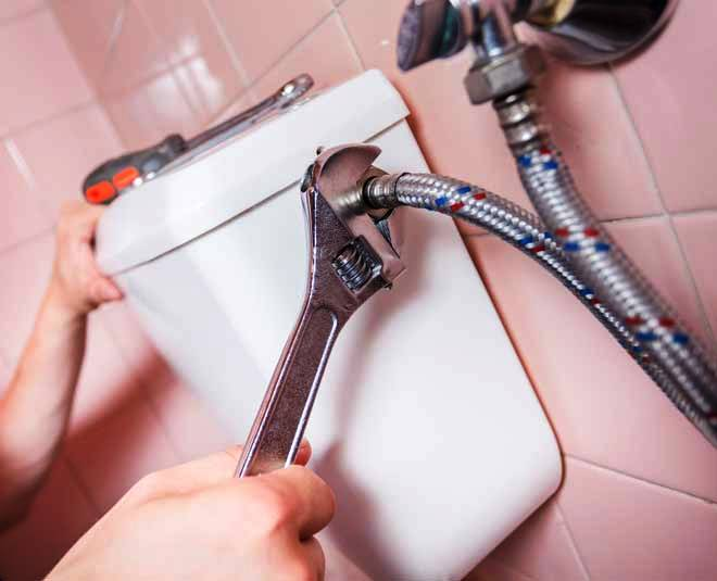 How to Repair a Leaky Toilet by Yourself