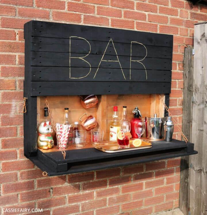 Light up Outdoor Bar Using Pallets