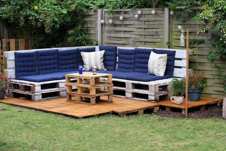 Low Budget Pallet Outdoor Lounge