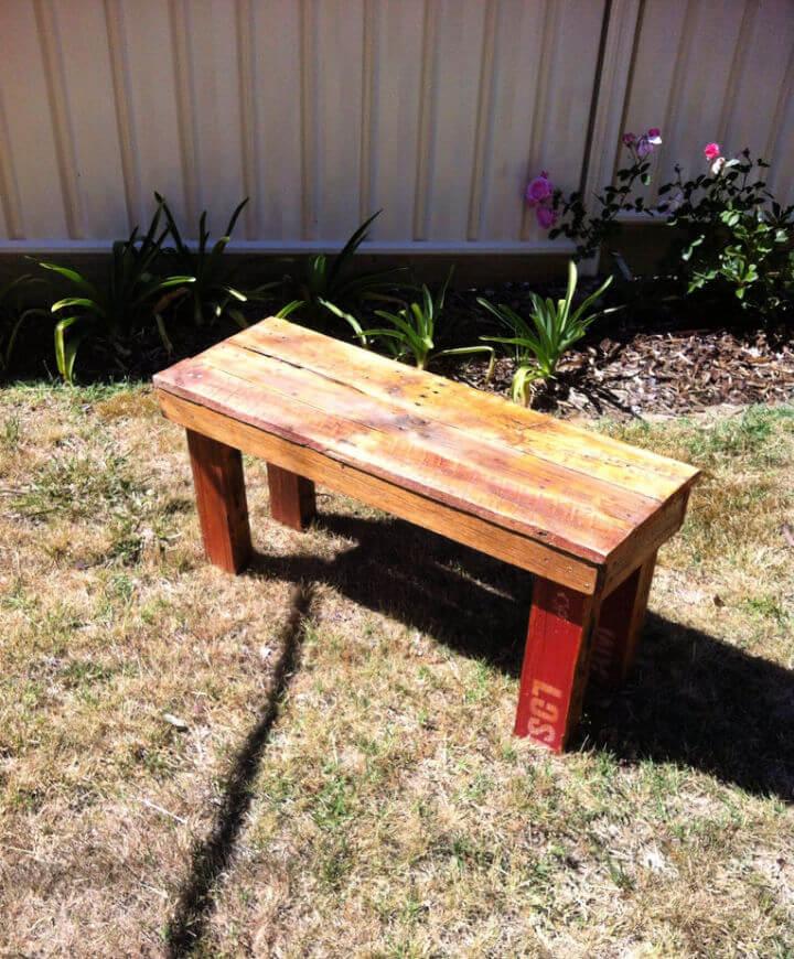 Outdoor DIY Pallet Bench