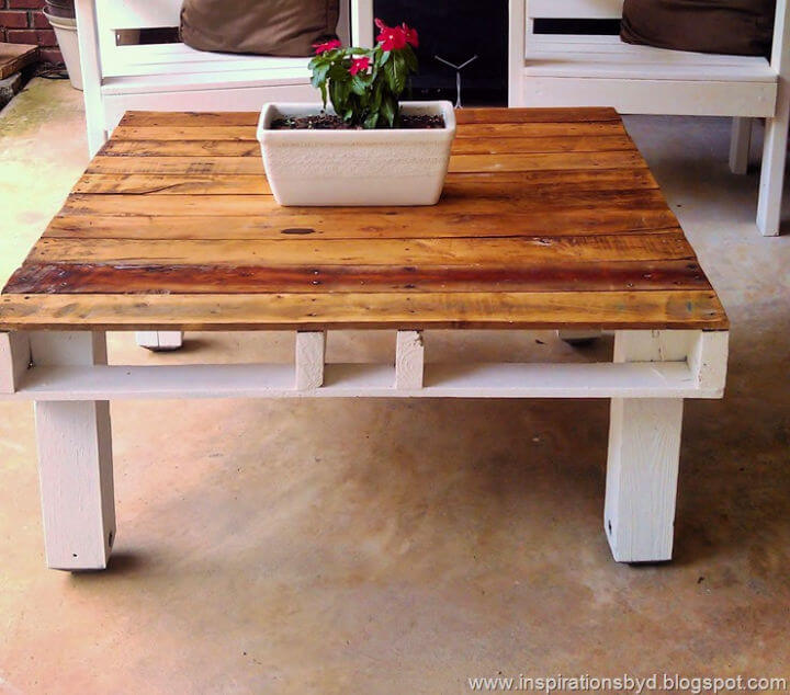 Outdoor Pallet Dining Table
