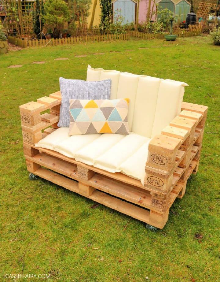 30 Easy Pallet Outdoor Furniture Ideas, Pallet Furniture Images