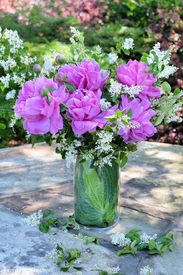Recycling Flower Arranging Hack