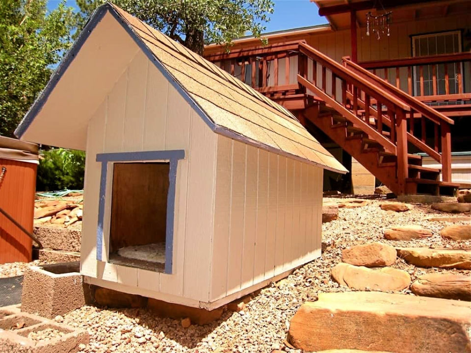 Build a Doghouse from Pallets