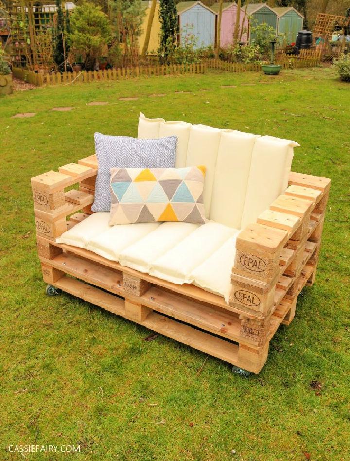 DIY Pallet Bench for Garden