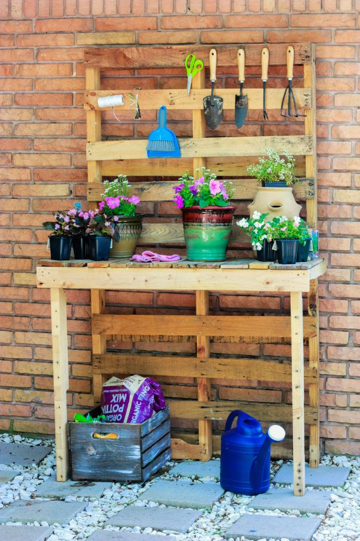 DIY Pallet Potting Bench 1