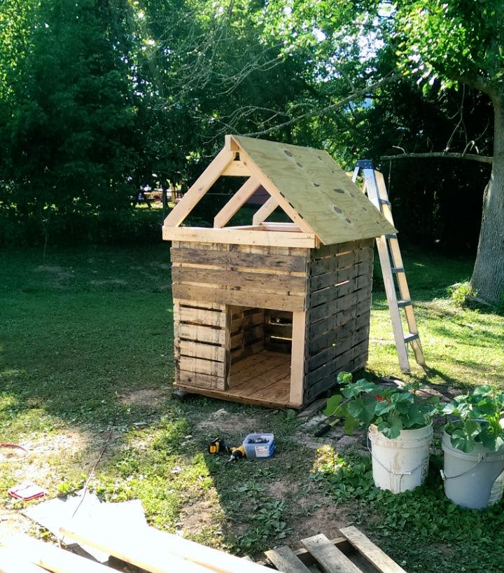 Make a Pallet Dog House