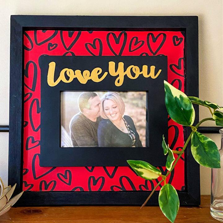 Make a Valentine Picture Frame