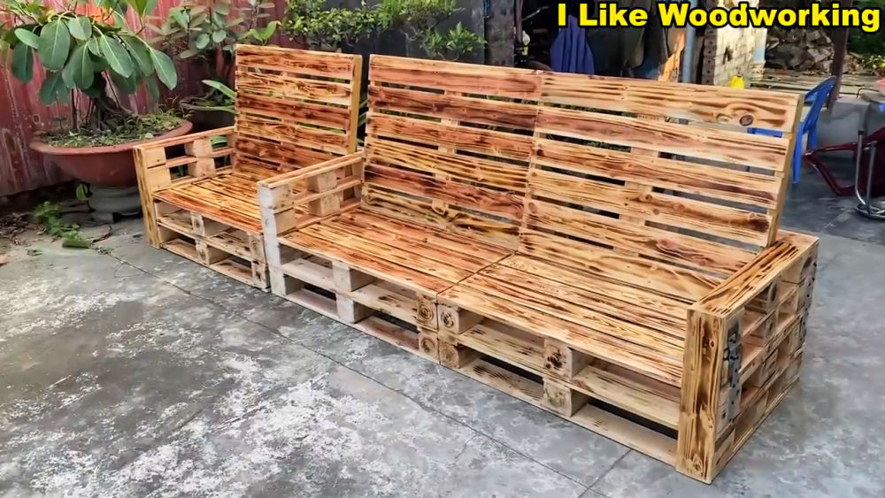 Outdoor Bench from Pallets