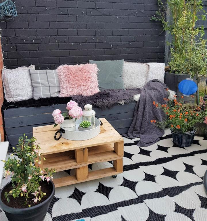 Pallet Bench Seat for Garden