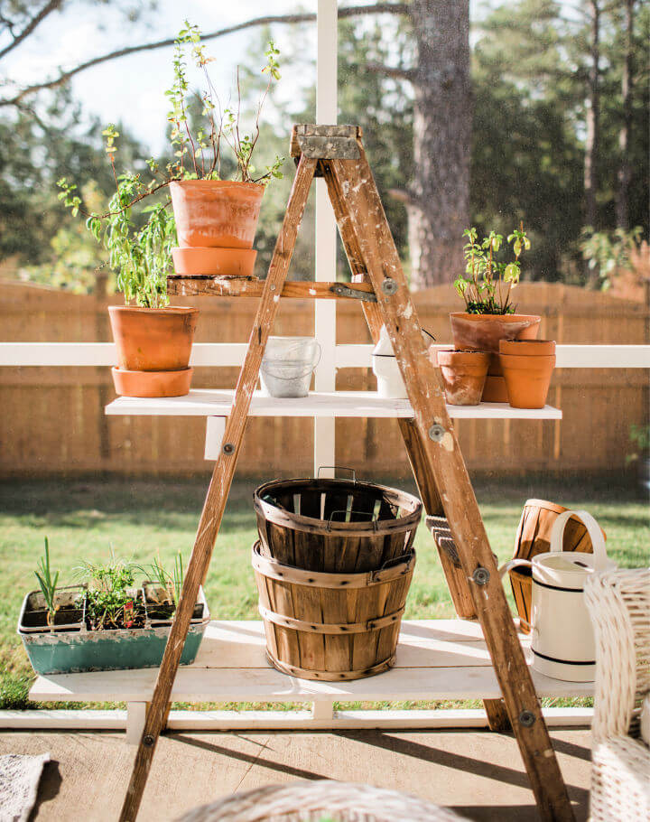 How to Make an Old Ladder Shelves