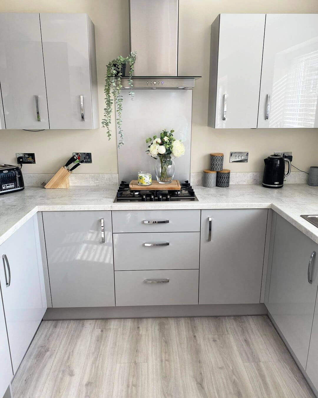 Pros and Cons of Buying Kitchen Cabinets