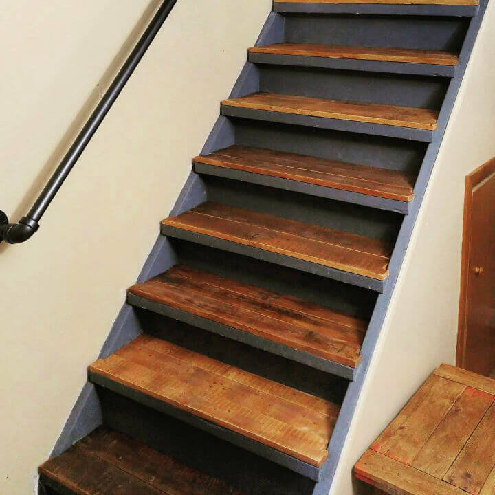 Rustic Pallet Stairs