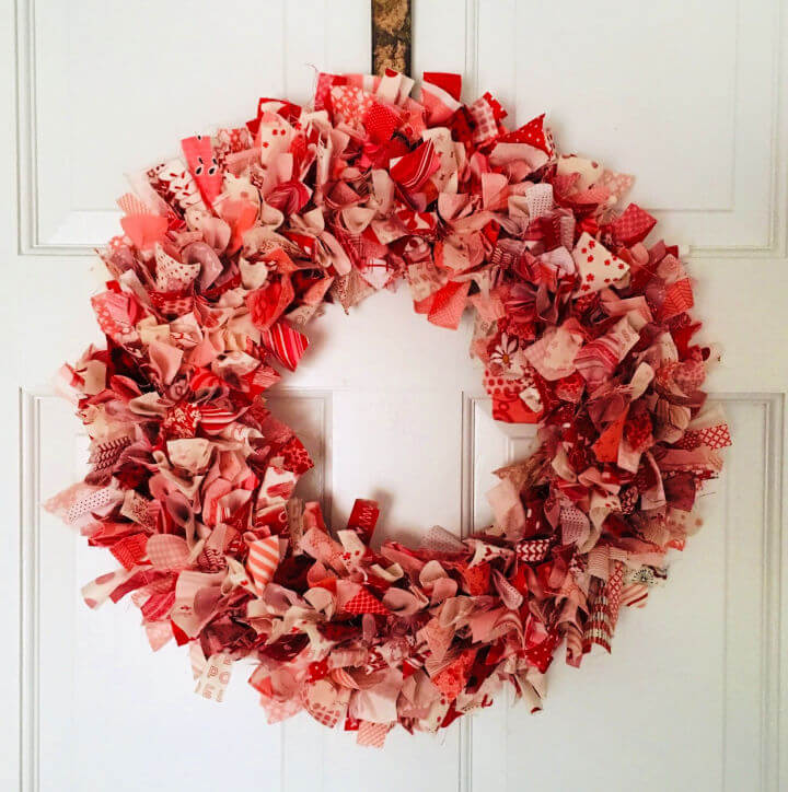 Valentines Day Wreath From Fabric Scraps
