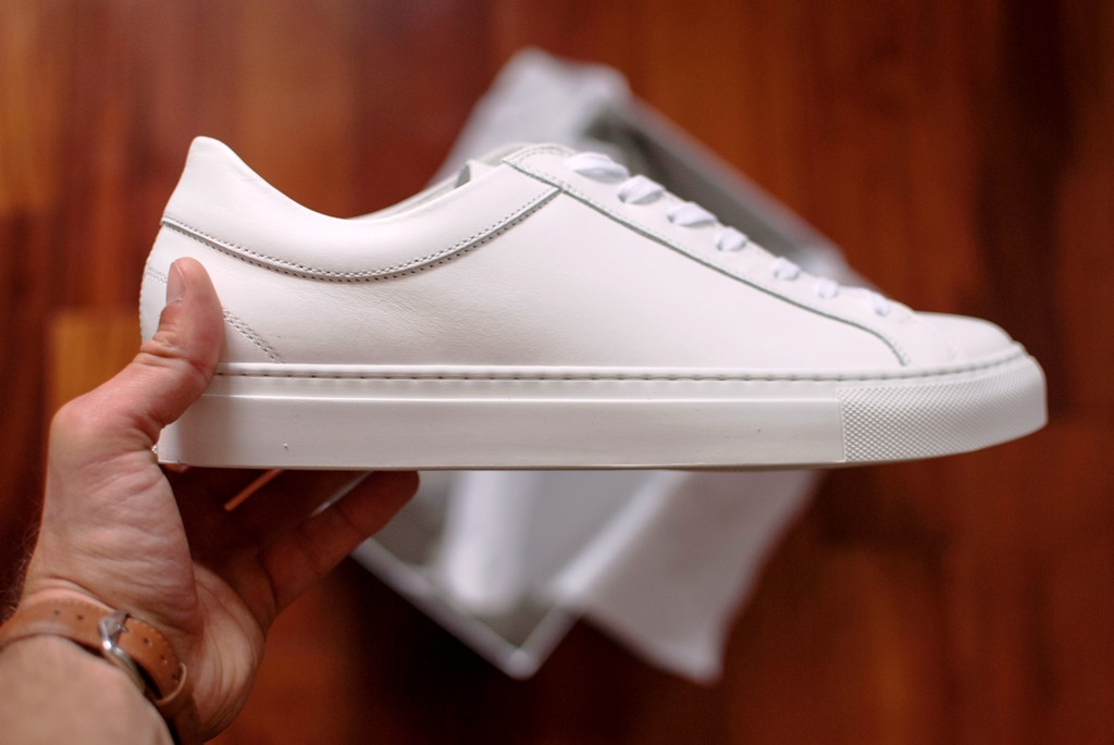 3 Tips for Decorating Plain White Sneakers for the Fall