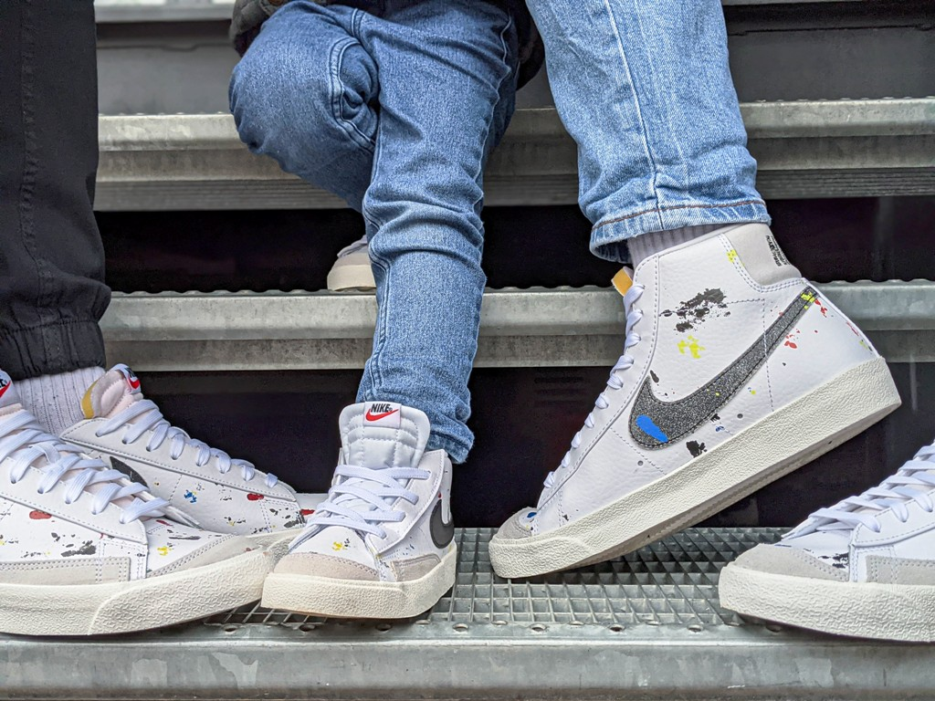 3 easy tips to spice up your white sneakers for the fall